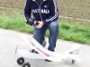 Der stolze Pilot und sein Flugzeug